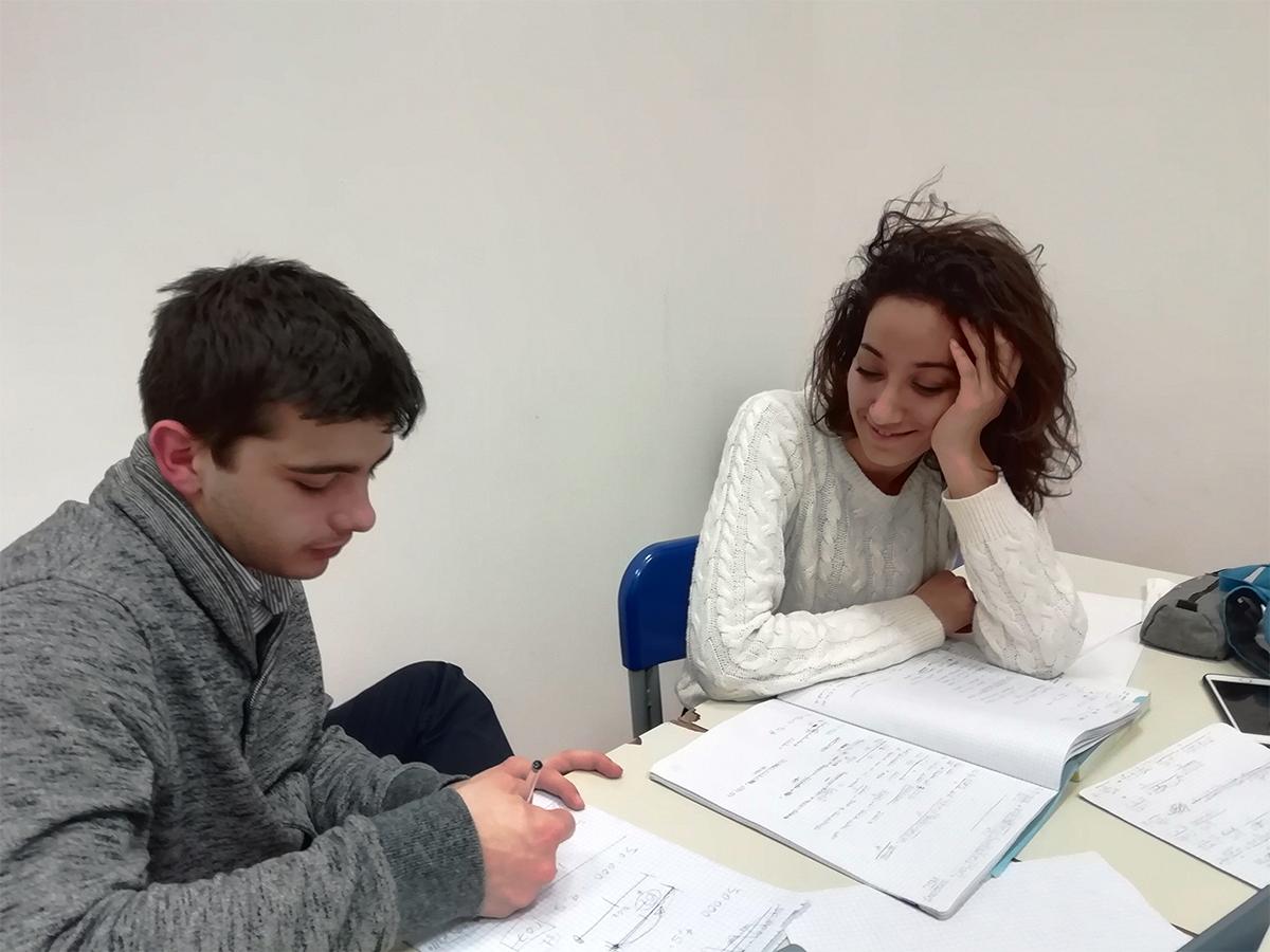 Scholé Bologna - aiuto allo studio per i ragazzi delle scuole superiori